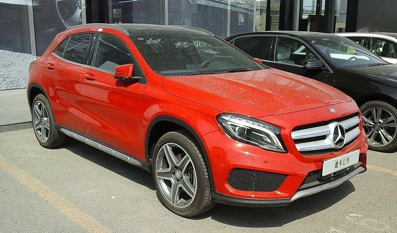 Mercedes-Benz GLA - Nyvi Estephan